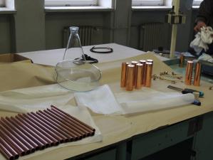 Výroba montur pro designová svítidla a kompletace