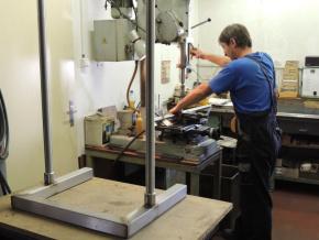 Výroba kovových dílů pro aparatury